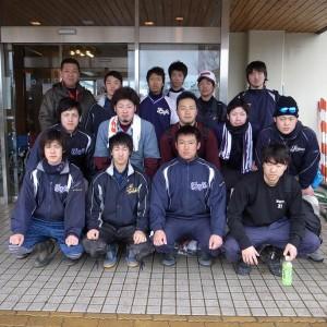 雨の中ボランティア活動に参加してくれた富士大準硬式野球部員