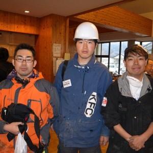 清掃活動に参加した 中国内モンゴル出身のフフデルゲルさん(中央)