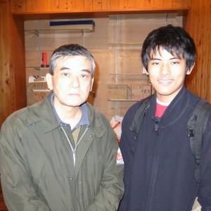 阿部誠士さん(60)と広志君(18)の親子