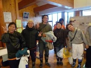 作業に参加したJICAの青年海外協力隊員
