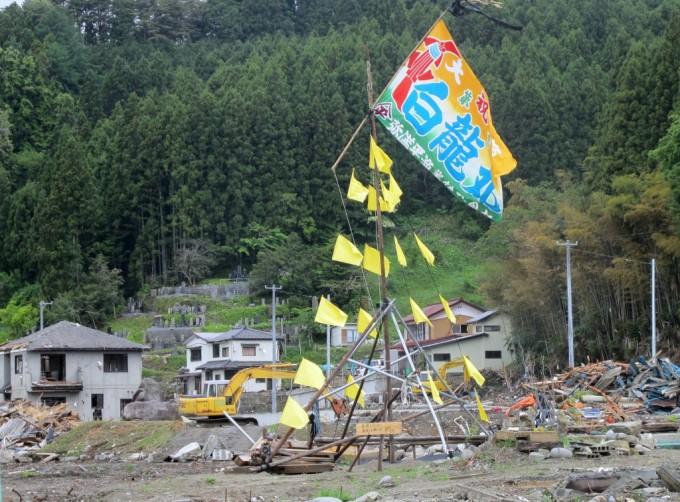 陸前高田市内ではためく大漁旗
