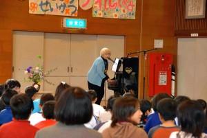 秦万里子さんピアノコンサート~小友小学校