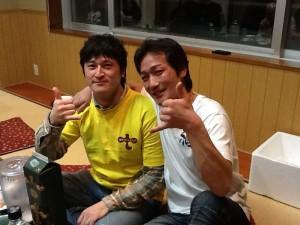 右は洋野町サーフィン友の会の会長・澤山喜一さん。