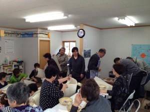 キューブハウスで一閑張り集まった福島と岩手のお母さんたち