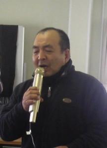 ラジオ体操進行中の鈴木一彦さん