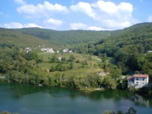 8/30通過したフランスの山村